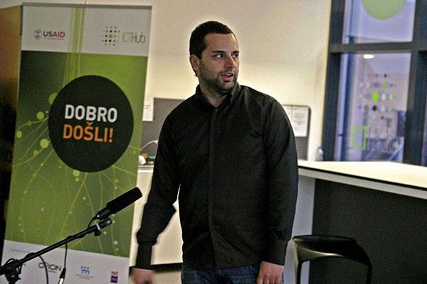 Novica predstavlja YSKRU na promociji prve generacije ICT Hub startapa
