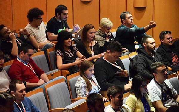 Uprkos zabavnom večernjem programu, veliki broj publike zauzeo je prve redove drugog dana (Foto: Nenad Pavlović)